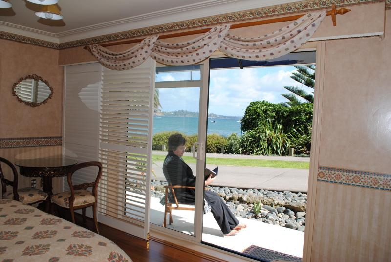 Relax in the sun just a few paces to the beach. The variable blade sliding shutters provide privacy. - The Tindalls Suite: Affordable Beachfront B&B - Auckland - rentals