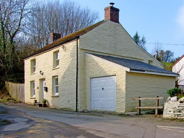 STAR MILL COTTAGE, detached cottage, woodburner, alongside stream near Cardigan, Ref: 13722 - Image 1 - Ceredigion - rentals