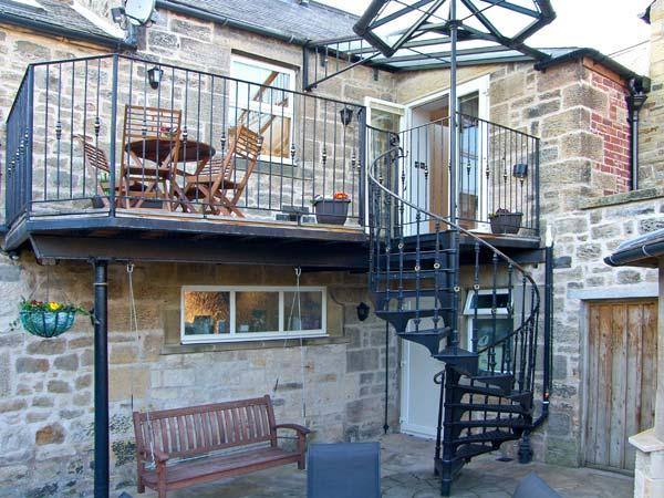 COQUET RETREAT, en-suite, spa bath, balcony, courtyard, in the heart of Rothbury, Ref: 14512 - Image 1 - Rothbury - rentals