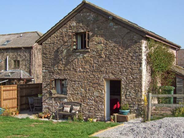 THE STABLE, barn conversion, garden, river fishing available in Marstow, Ref 5322 - Image 1 - Ross-on-Wye - rentals
