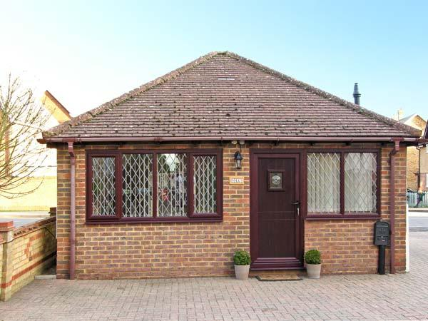 DOLLY, studio accommodation, wet room, pretty village of Meppershall Ref 13596 - Image 1 - Meppershall - rentals