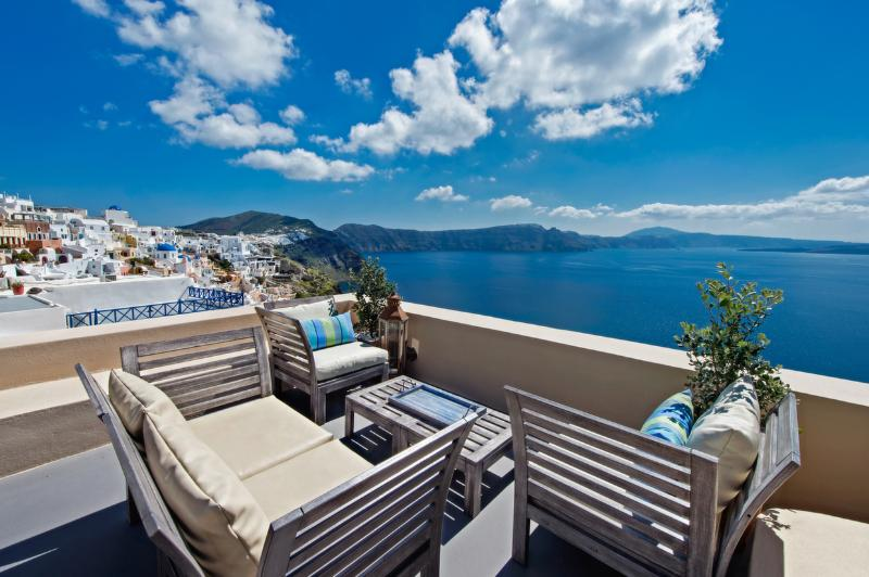 Perfect Hideaway Sudio - the balcony and View - LUCKY HOMES OIA: PERFECT HIDEAWAY STUDIO! - Oia - rentals