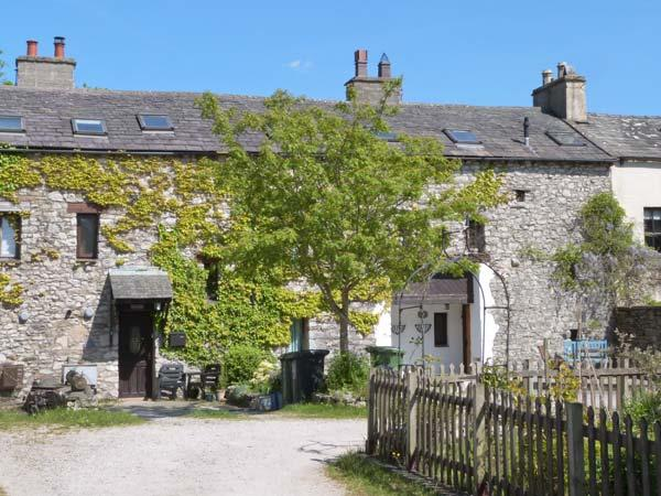 SUMMER COTTAGE end-terrace, family friendly, open fire in Allithwaite Ref 14284 - Image 1 - Lake District - rentals