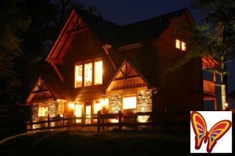 An Awesome View - Get 2 FREE Dollywood Passes with a 7 night stay! - An Awesome View - 3BR/3BA, Sleeps 8 - Pigeon Forge - rentals