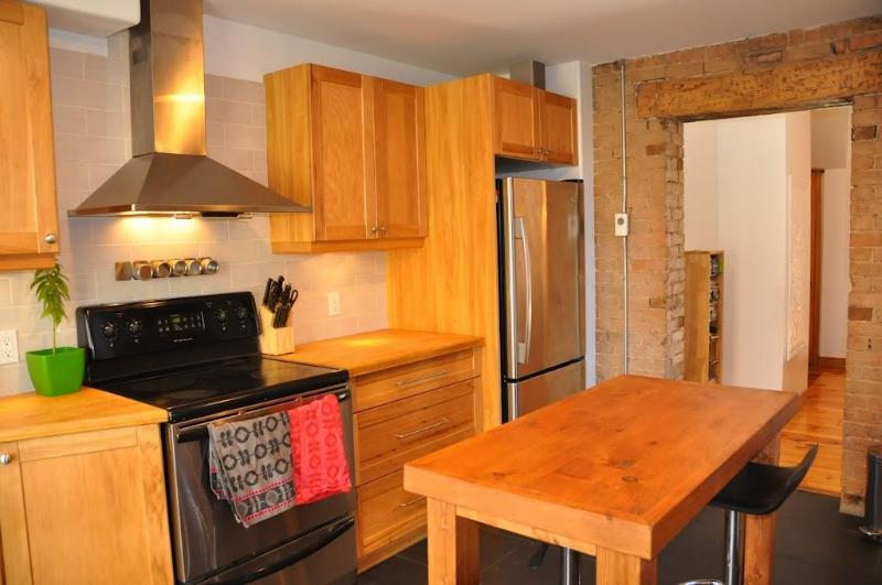 Super modern kitchen that leads to the garden - Stylish house with garden & parking (near OLD MTL) - Montreal - rentals