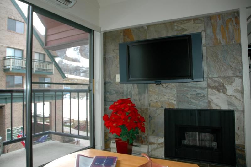 Fireplace, HDTV & Mountain View from Comfy Sofa or Balcony! - 2BR/2BA SKI-IN/OUT SLOPESIDE VIEW - 3RD NT HALF! - Park City - rentals