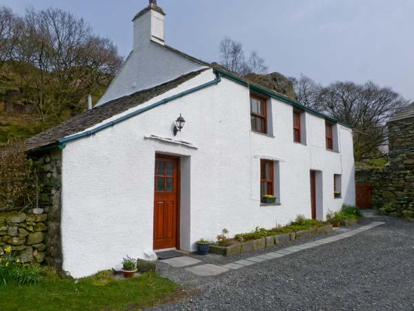 UNDERCRAGG, Grade II listed, open fire, superb views, in Seathwaite hamlet, Ref 12134 - Image 1 - Cumbria - rentals
