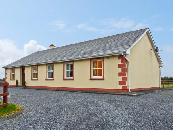 MARYVILLE, ground floor, pet friendly cottage with a garden in Cornasleehan, Ref 14787 - Image 1 - Carrick-on-Shannon - rentals