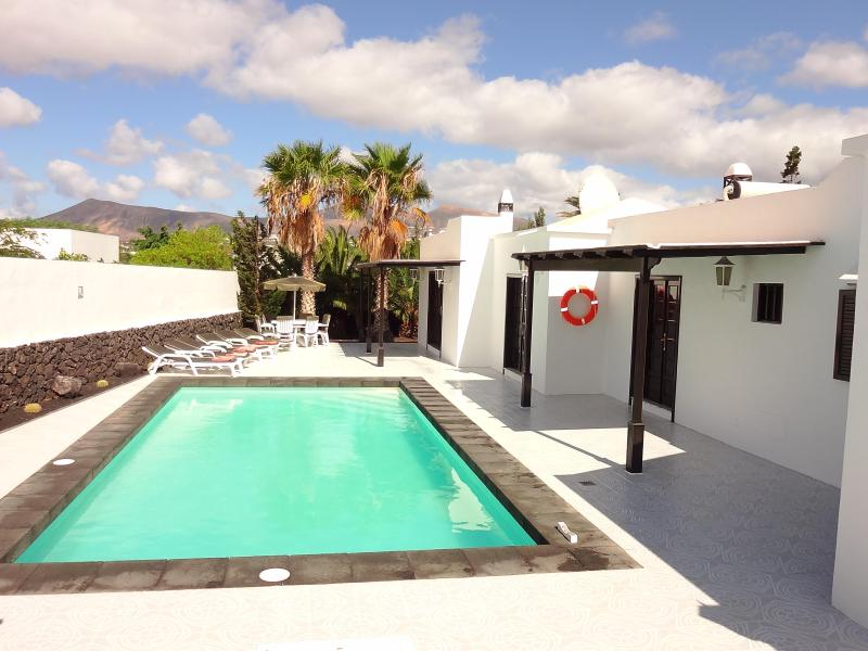 VILLA AND SWIMMING POOL: - Los Mojones,  WI-FI, SKY + HD with movies & sports - Puerto Del Carmen - rentals