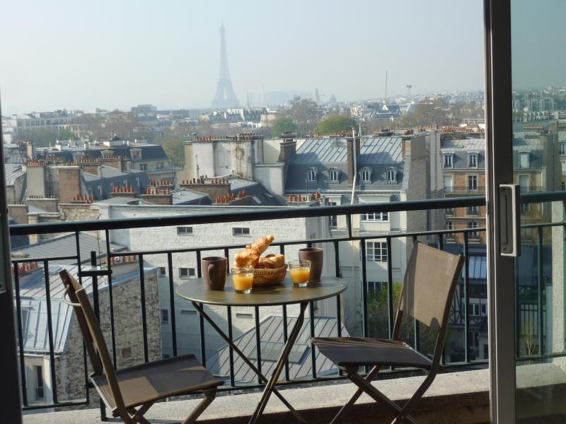 Balcony on the other side - Luxury Designer 1 Bedroom Apartment with Terrace View - Paris - rentals