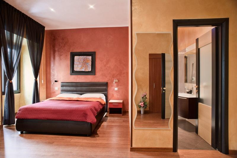 First double bedroom with bathroom ensuite - Amazing Deluxe apartment at the Spanish Steps - Rome - rentals