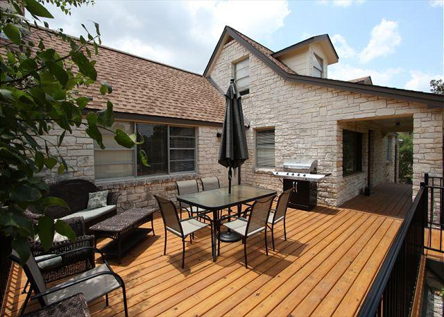 Perfect Patio - Cottage on 2 acres Overlooking Lake Travis- Great Outdoor and Entertaining - Spicewood - rentals