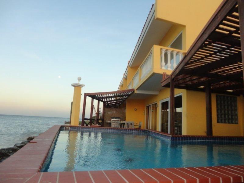 CASA ABC Chalet Superior Beach House - Image 1 - Savaneta - rentals