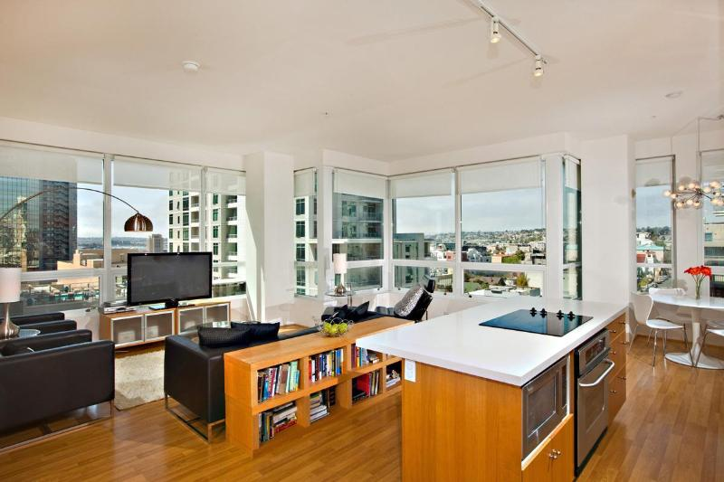 180 Degree City and Bay Views From Condo! - 30% Off Last Min Bookings! Best Prices of Season! - Pacific Beach - rentals