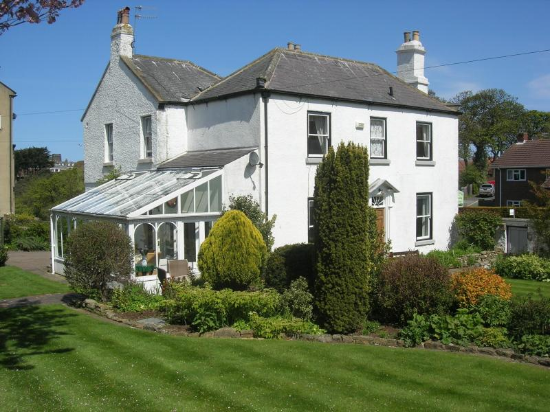Hanover Cottage with gardens & conservatory - Hanover Cottage in central Whitby, North Yorkshire - Whitby - rentals