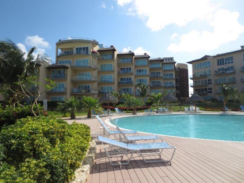 Luxory Condo Oceania Romantic on 4th Floor Building Boca Grandi - Image 1 - Palm/Eagle Beach - rentals