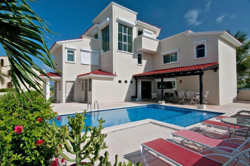 WOW! - SPECIAL!! Villa Dolphin Beachside Villa 4 bedrooms - Playa Paraiso - rentals