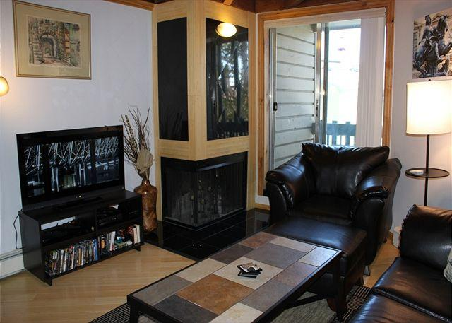 TH103C Lovely Condo w/Wifi, Clubhouse, Mountain Views - Image 1 - Silverthorne - rentals