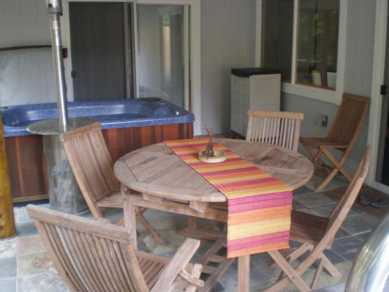 Aloha Ohia Hale- with Private Hot tub! - Image 1 - Volcano - rentals