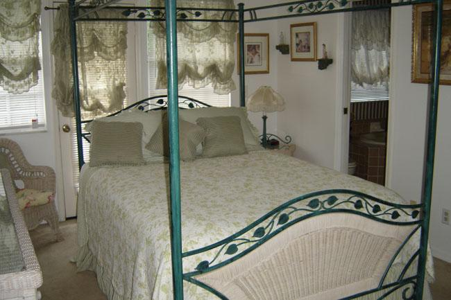 Master Bedroom - Charming Cottage By The Sea - Indian Rocks Beach - rentals