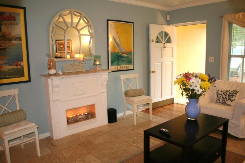Front Living room #1, near entryway - Pool Home + 5 Star Reviews! Best value in Ft Laud - Fort Lauderdale - rentals