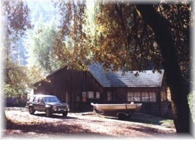 Rustic Cabin outside view - Rustic Cabin with River and Redwoods view - Redway - rentals