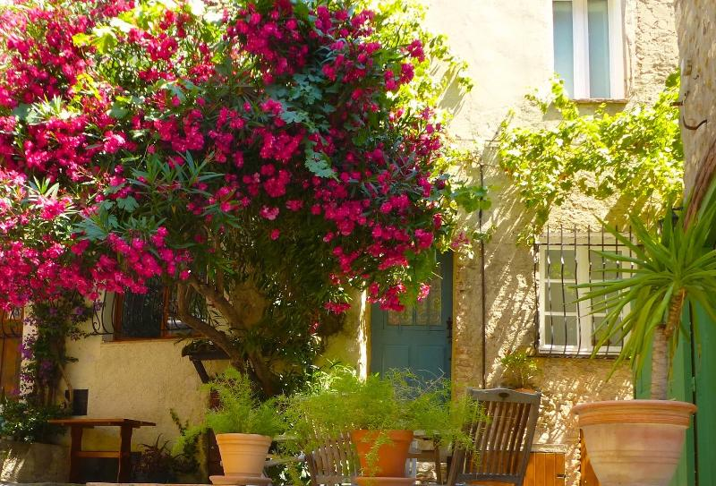 Entrance - Quaint House in Heart of Medieval Village - Cagnes-sur-Mer - rentals