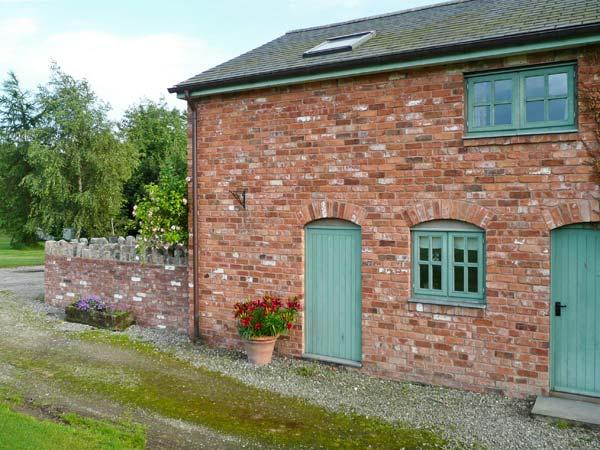 LLYN CLWYD, woodburning stove, WiFi, shared use of outdoor swimming pool, in Bodfari, Ref 14074 - Image 1 - Bodfari - rentals