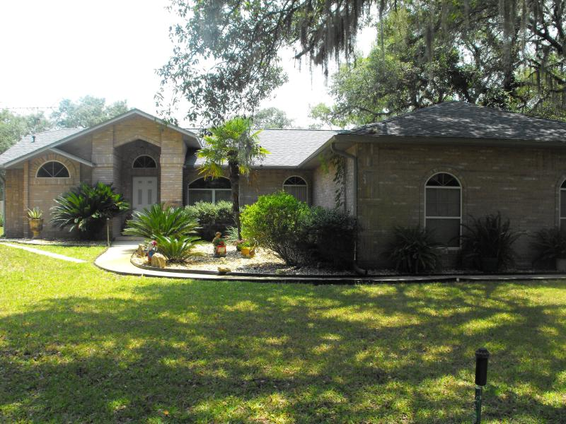 Front view of house - Family POOL Home 2 Acres fully fenced PETS Welcome - De Leon Springs - rentals