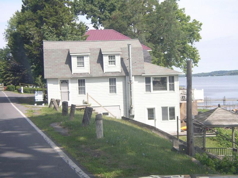 Side view of house - Lake front Cayuga finger lakes in Seneca Falls NY - Seneca Falls - rentals