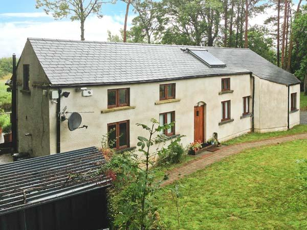 GLORY COTTAGE, single storey, woodburner, raised deck overlooking river, near Kells, Ref 13636 - Image 1 - Kells - rentals