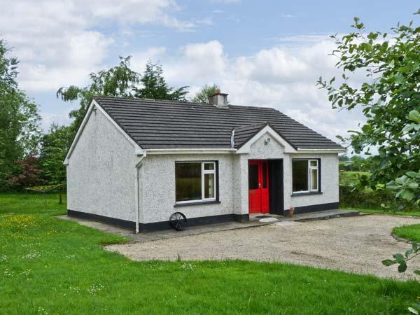 KATE'S COTTAGE, detached, single storey, open fire, rural location, near fishing, Taughnamore near Carrick-on-Shannon, Ref 16325 - Image 1 - Kilmore - rentals