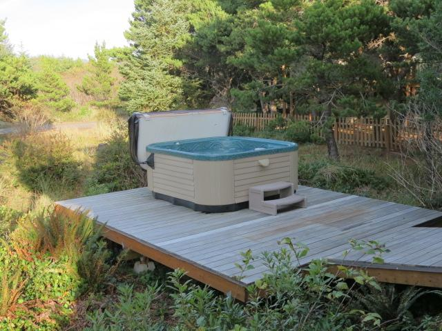 Nedonna Beach Three Bedroom, Hot Tub, Wi-Fi, - Image 1 - Rockaway Beach - rentals