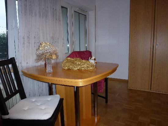 Vacation Apartment in Freiburg im Breisgau - 323 sqft, modern, comfortable, warm (# 2700) #2700 - Vacation Apartment in Freiburg im Breisgau - 323 sqft, modern, comfortable, warm (# 2700) - Freiburg im Breisgau - rentals