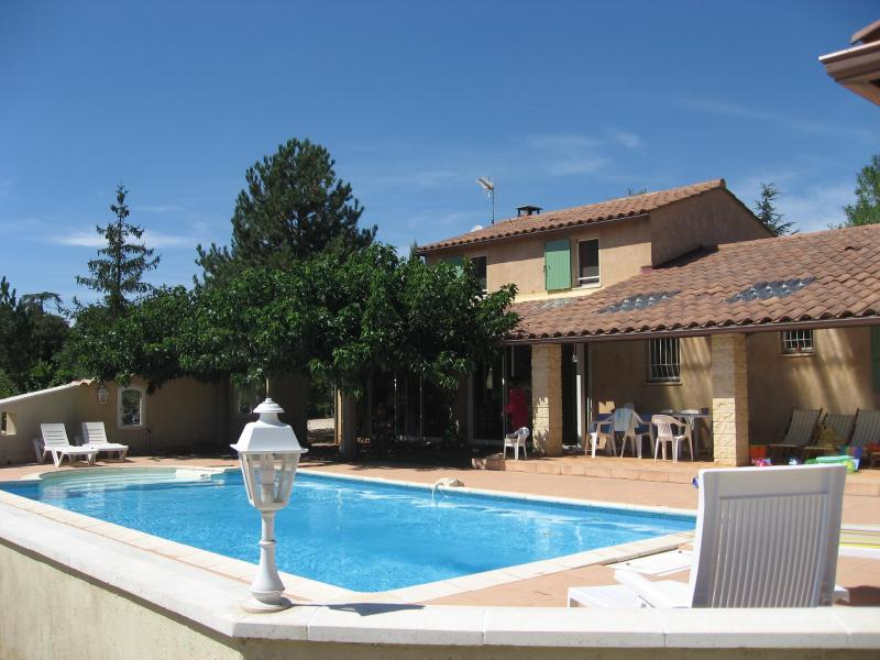 Peace and total well-being by the pool - La Roc' Bruyere, Pet-Friendly 3 Bedroom Villa with - Saint-Saturnin-les-Apt - rentals