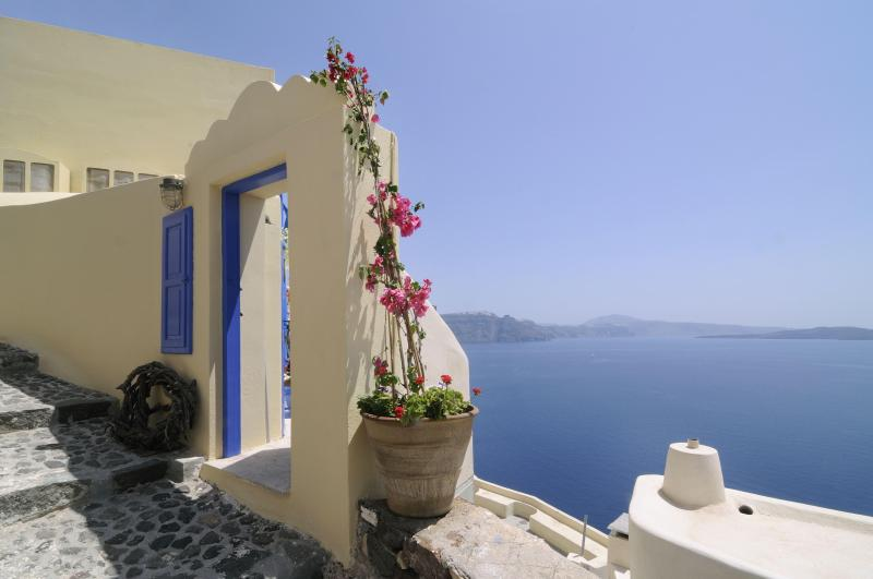 The entrance of Ilivatos - Ilivatos  Oia  .. The house of your private escape - Oia - rentals