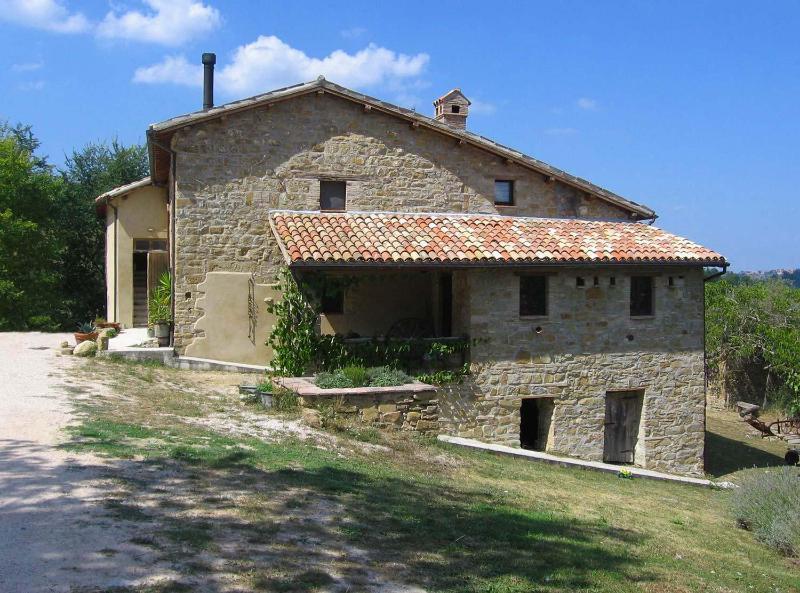 Palomba apartment entrance - 2 bedroom farmhouse apartment in heart of Italy - Camerino - rentals
