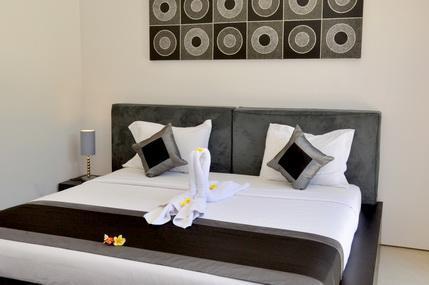 Comfortable kingsized bed - Luxury 3 Bedroom Villa in Legian - Seminyak - rentals