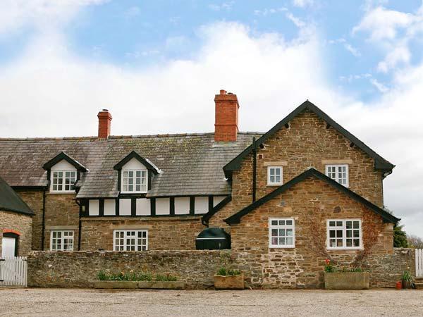 PARTRIDGE FARM COTTAGE, romantic cottage with rural views, Rayburn, en-suite, good walking base in Linley, Ref 13875 - Image 1 - Bishops Castle - rentals