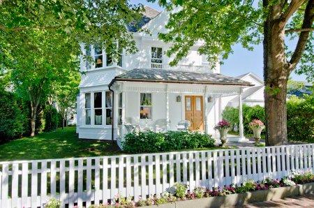 CLASSIC EDGARTOWN VICTORIAN COMPOUND WITH TWO GUEST COTTAGES - EDG JDOO-41 - Image 1 - Edgartown - rentals