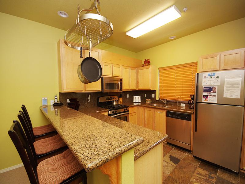Fully Equipped Kitchen - Collins Lake Resort-Lift Tickets, Ski Free Midweek - Government Camp - rentals