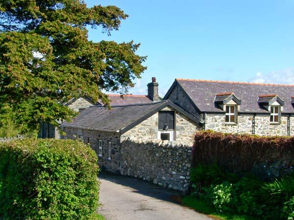 LLYS Y WENNOL, ground floor character cottage, with open plan living area, and enclosed garden, in Rowen, Ref 15696 - Image 1 - Rowen - rentals