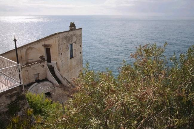 The sudio - A charming studio on the top floor of a gorgeous old house that looks over the sea near Amalfi - Minori - rentals