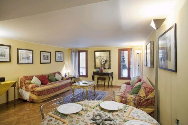 A charming and spacious apartment on Campo Santo Stefano near the Accademia's Museum - Image 1 - Venice - rentals