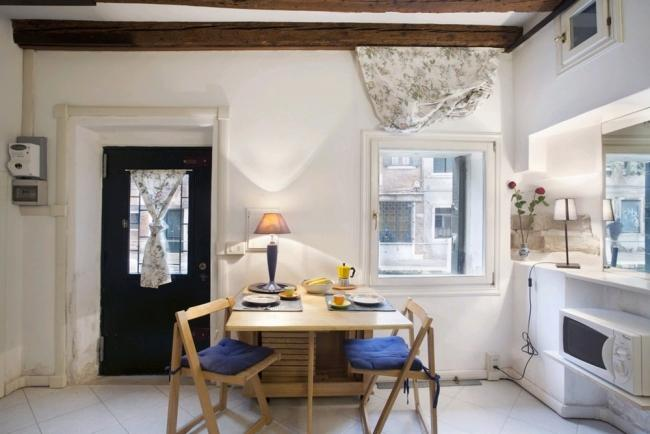 A very quiet apartment on a canal in the Dorsoduro district - Image 1 - Venice - rentals