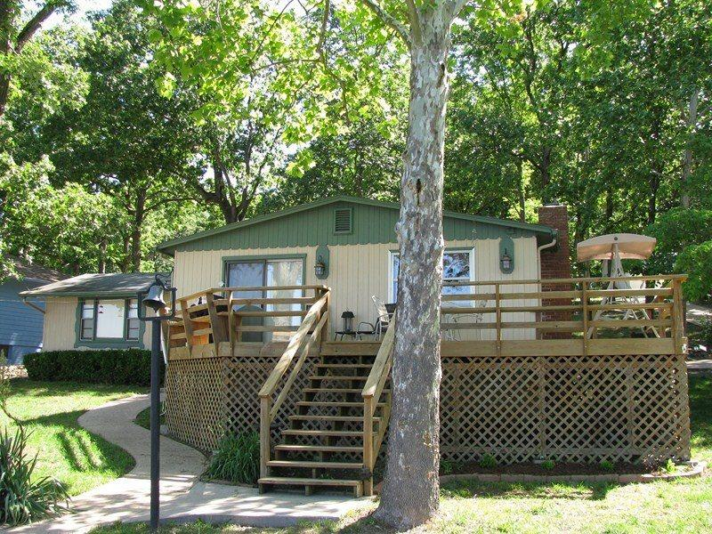 Jim`s Hideaway - Amazing Ranch Styled 2 Bedroom Home, Grassy Level Lot. 8 MM in Buck Creek Cove - Image 1 - Gravois Mills - rentals