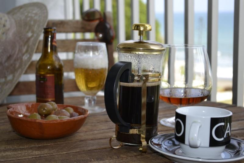 Enjoy a mid-morning coffee and brandy o the balcony - Beachside Seaview-Costa del sol.Free Wifi,Parking! - Estepona - rentals