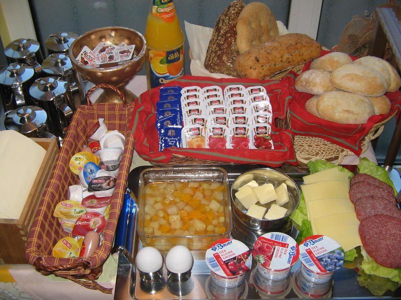 Breakfast buffet - Hotel Petit - Book a quiet B&B in Leipzig - Leipzig - rentals