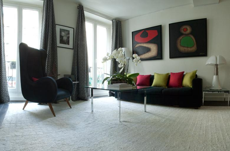 View of the Living area - Designers 1 Bdr Apartment With A Balcony & A View - Paris - rentals