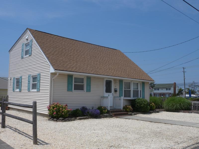 Steps to the Beach - 4BR, Central AC - Oceanside in Pristine Conditions - Beach Haven - rentals